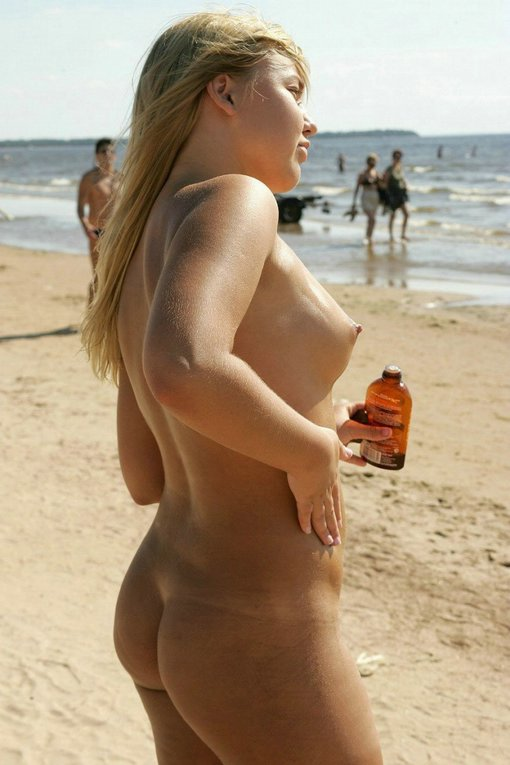 Nude Hot Woman At The Beach Using Oil Hot Photo