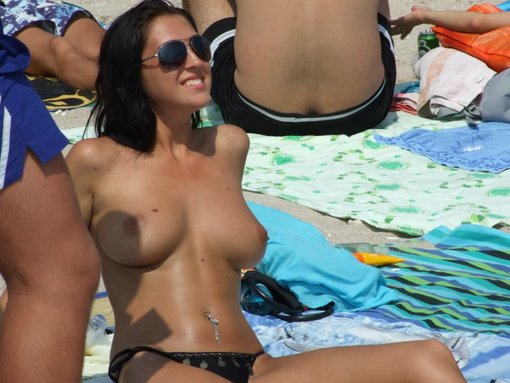 Sexy Naked Girls On Beach