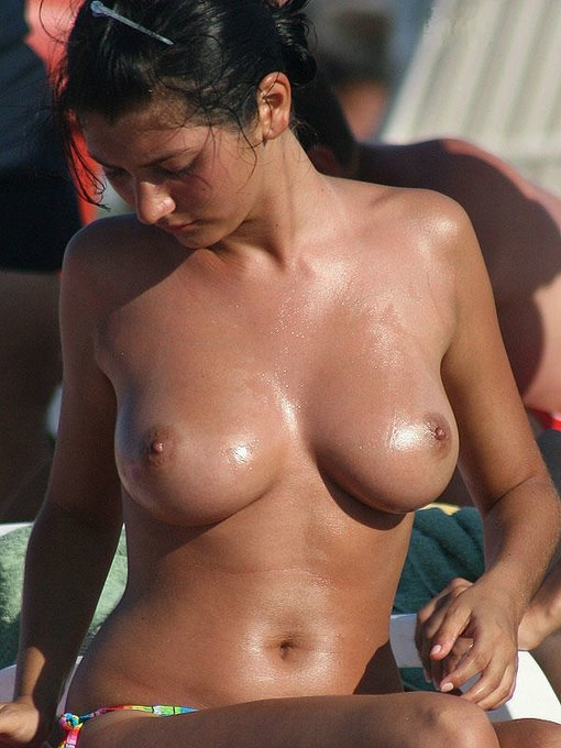 Sexy Voyeur Photo Topless Girl At Beach