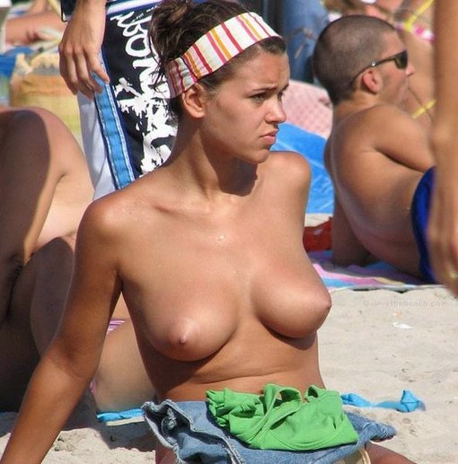 Sexy Girl Showing Her Tits On Beach Hot Photo