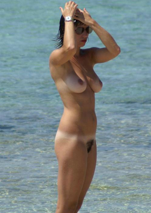 Mature Lady Caught Nude at the Beach on Photo Cam
