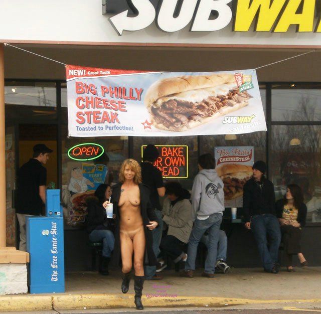 Free Pictures of Ladies Flashing In Public Places and Streets
