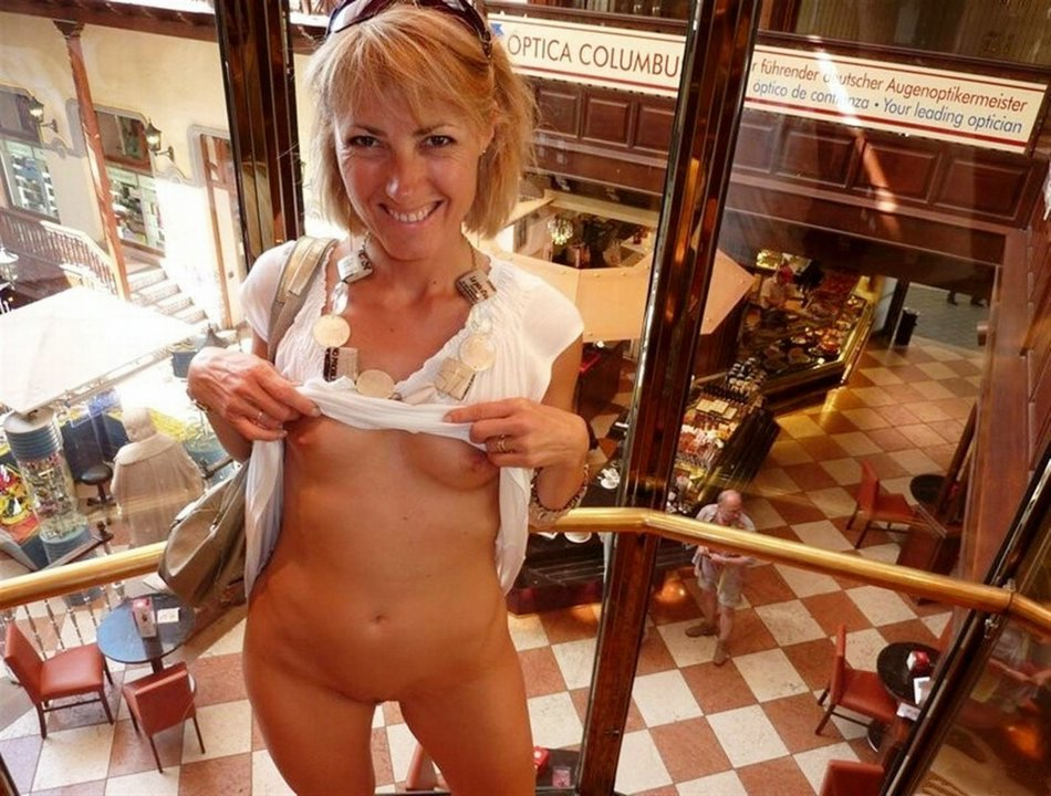 Pictures Of Older Women Voyeurs In Public Naked