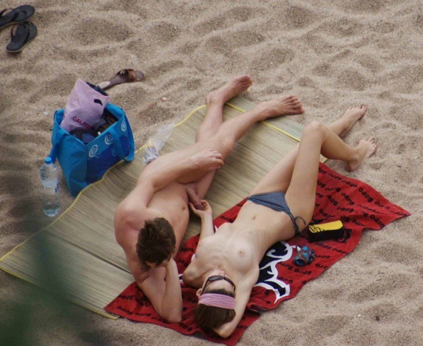 Girlfriend pene Toccando il Nude Beach Pictures