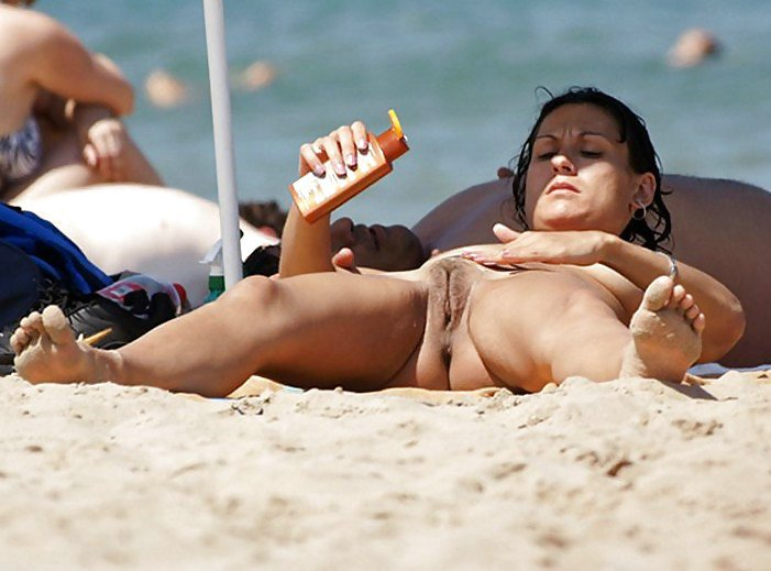 Nude Mature Women On The Beach Pictures on Hidden Cams
