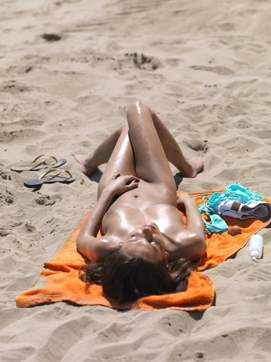 Amateur Photos Of Nude Women Sunbathing On The Beach