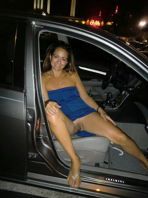 Wife flashing pussy car