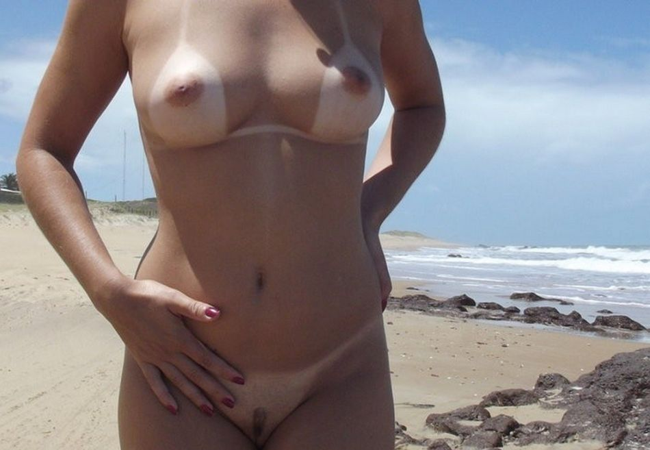 Maman nue sur la plage Photo