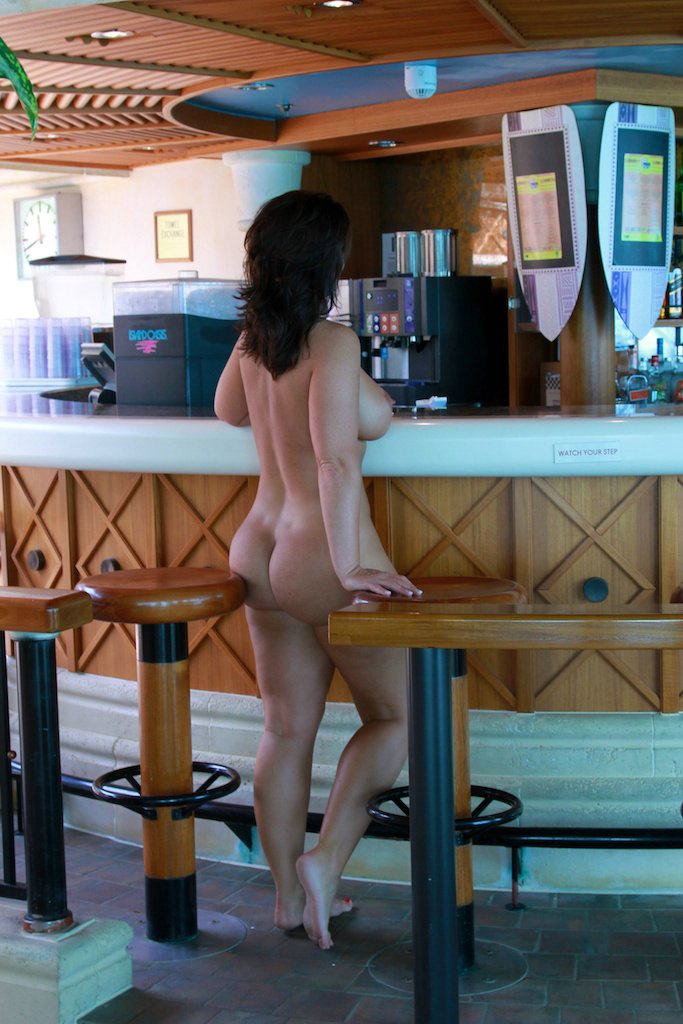 Sexy Mom with Nice Ass Flashing Naked at Beach Bar Photo