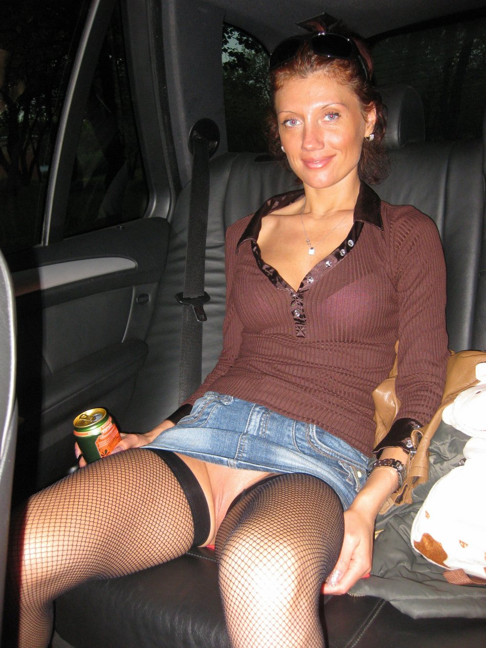 Candid Photo in Car Sexy Girl Flashes Her Pussy
