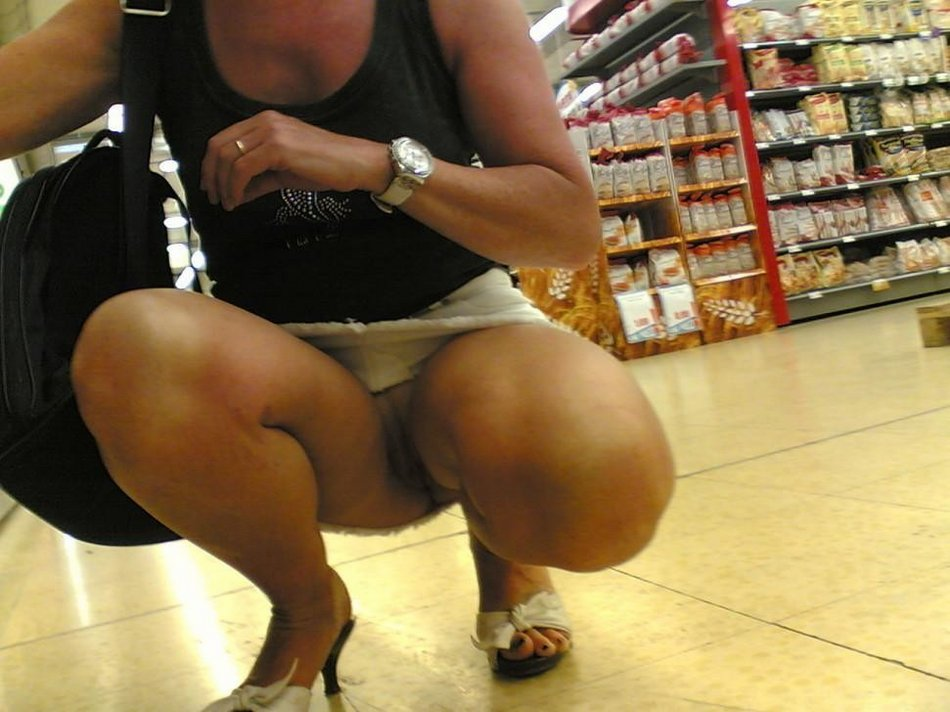 Mature Wife Upskirt Nude Photo in the Market