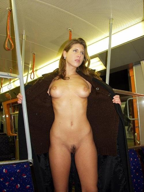 Nude Woman Flashes in Public Subway