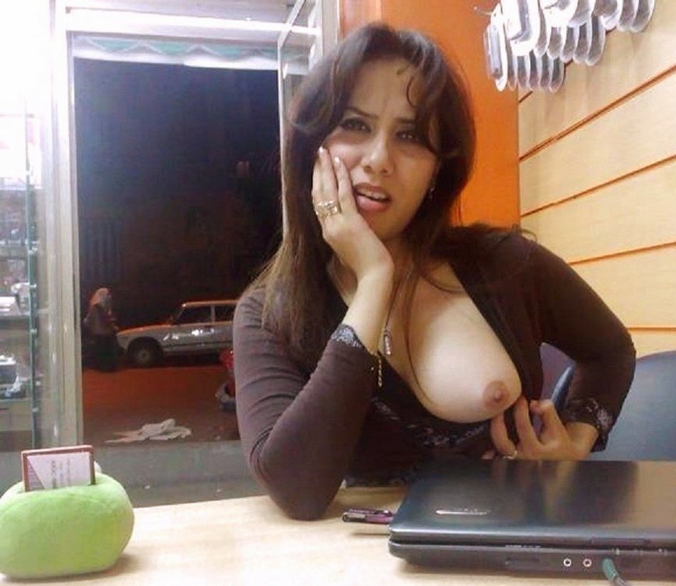 Horny Mature Flashes Her Boob in a Restaurant