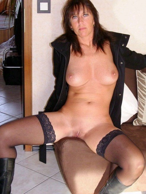 Sexy Mature Wife Flashes Pussy for Hubby