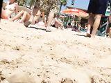 Mooie Topless Beach Voyeur Video Twee dames gefilmd Half Naakt