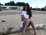 Cute Amateur Girl Plays Nude at the Beach